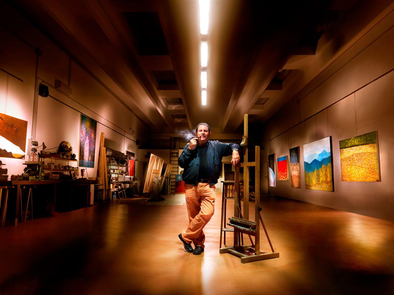 Vittorio Ferrarini nel suo studio